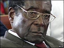 Zimbabwe President Robert Mugabe (file pic)