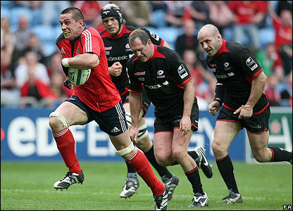 Munster stalwart Alan Quinlan scampers through for the second try