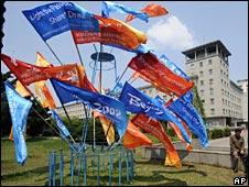 Olympic flags in Pyongyang (27/4)