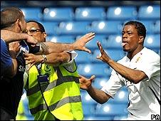 Chelsea & Man Utd in fight probe _44605716_evrapacredit226