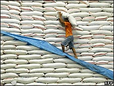 Man carries sack of rice in Manila