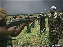Tropas de paz pakistaníes entrenando a fuerzas del gobierno, 2007