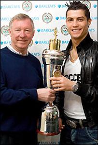 كريستيانو رونالدو يحصل على جائزة أفضل لاعب بإنكلترا _44607010_ronaldo-30