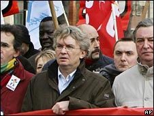 Force Ouvriere General Secretary Jean-Claude Mailly (C) during a strike in February 2007