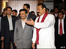 Presidents Ahmadinejad (left) and Rajapaksa attend press conference in Colombo
