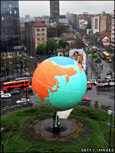 Inflatable globe statue (Getty Images)