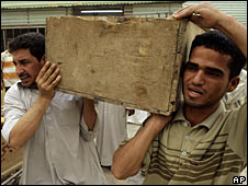 Mourners carry a coffin containing a victim of clashes in Sadr City, Baghdad, 29 April 2008