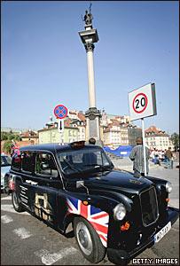 Британское черное такси в Варшаве в 2006 году