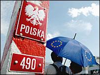 Польский пограничный столб с Слюбице на границе с Германией в 2004 году