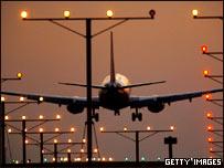 Посадка самолета в аэропорту Лос-Анджелеса