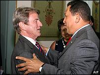 Kouchner y Chávez