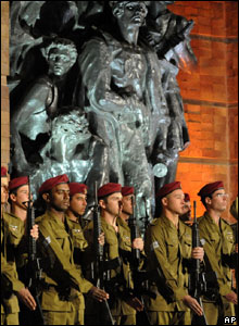 Israeli soldiers at Yad Vashem