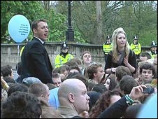 Revellers celebrate May Day at dawn in Oxford