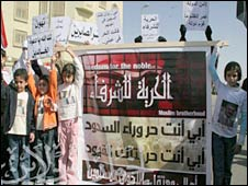 Egyptian children protest against the jailing of their fathers