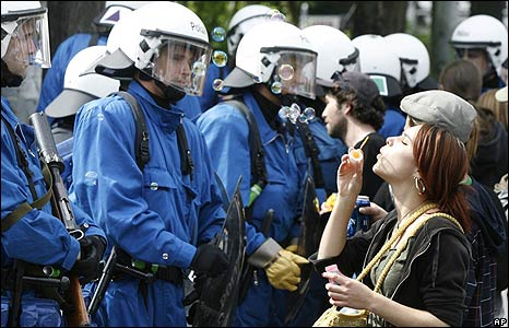 Police and protesters in Zurich