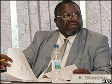 Morgan Tsvangirai's electoral agent, Chris Mbanga, verifies the results (1 May 2008)