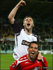 Kevin Thomson and Neil Alexander celebrate reaching the Uefa Cup final