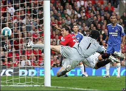 Carlos Tevez heads Man Utd's opener