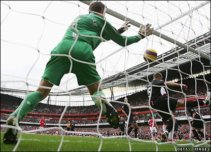Edwin Van der Sar fails to keep out Gallas