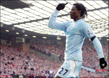 Benjani scores Man City's winner at Old Trafford