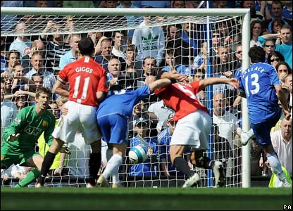 Ballack scores a penalty against Man Utd