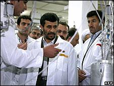 Iranian President Mahmoud Ahmadinejad (centre) visits his country's Natanz uranium enrichment facility on 8 April 2008