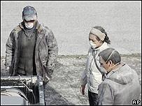 Residentes de Chaitén se cubren con mascarillas por la ceniza del volcán (02/05/08)
