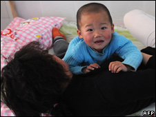 A mother with a child undergoing treatment at a hospital in Fuyang city
