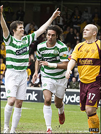 Gary Caldwell celebrates Georgios Samaras' winner for Celtic