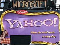 Logos de Microsoft y Yahoo en el Times Square de Nueva York
