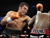 De La Hoya dominated the bout against Forbes