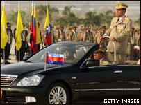 El jefe de la junta militar birmana, Than Shwe pasa revista a las tropas