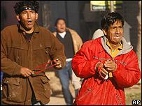 Habitantes de Santa Cruz enfrentan con piedras y palos a los simpatizantes del gobierno de Morales