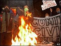 Estudiantes protestan en La Paz contra el referendo autonómico
