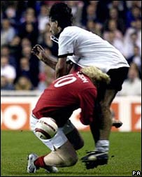 Борис Джонсон против немецкого футболиста