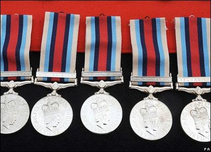 http://newsimg.bbc.co.uk/media/images/44627000/jpg/_44627316_medals_pa416.jpg