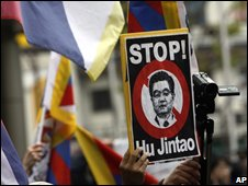 Pro-Tibet protest during torch relay in Nagano, Japan