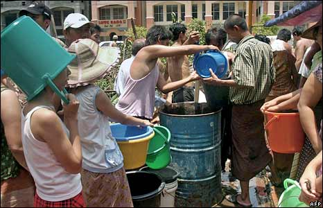 People in Rangoon queue to buy water on 5 May 2008