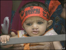 Child detained at Bhopal protest in Delhi, 05 May