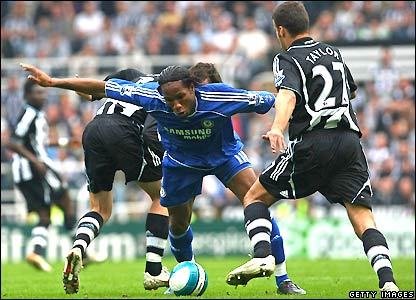 Drogba tangles with Newcastle's defence