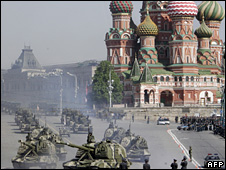 Russian troops practice the procession for Victory Day (5 May 2008)