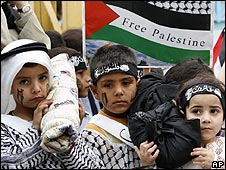 Palestinian refugee children mark Nakba day in Lebanon