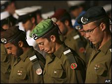 Israeli soldiers at memorial ceremony (06/05/08)