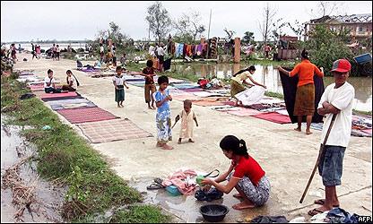 Sobrevivientes a la intemperie, foto AFP