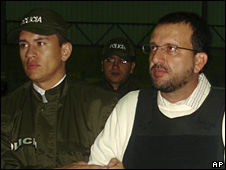 Carlos Mario Jimenez is escorted to the US DEA plane at Bogota's airport (7 May 2008)