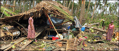 Una familia que qued� sin hogar en la isla Haing Guy, Birmania