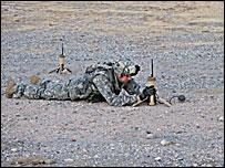 Солдат испытывает новое оборудование на полигоне в Форт-Блиссе (фото с сайта www.fcs.army.mil)