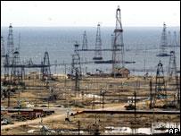 Нефтяные вышки на Каспии