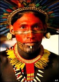 L�der ind�gena de la tribu Assurinin de Brasil
