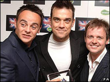 (Left to right) Anthony McPartlin, Robbie Williams and Declan Donnelly at the 2005  British Comedy Awards
